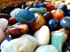 Der Lapislazuli ist bekannt für seine tiefblaue Farbe.